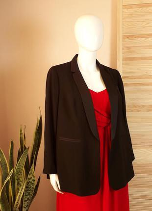Пиджак черный с лацканами