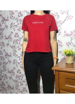 Красная футболка с надписью вышивкой. ньансик
