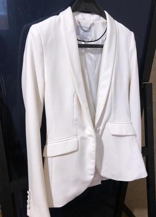 Белый пиджак блейзер