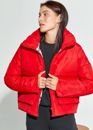 Красная демисезонная короткая куртка на молнии