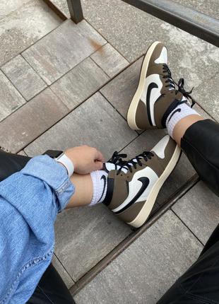 Женские стильные осенние кроссовки nike air jordan 1 travis scott