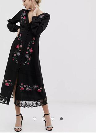 Платье макси с вышивкой и кружевными вставками asos design