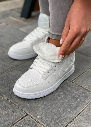 Зимние кроссовки найк белые с мехом