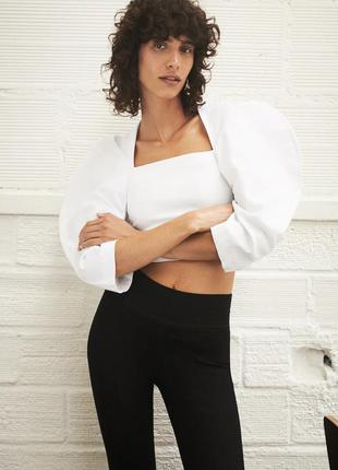 Блуза укороченная топ белая с прямым квадратным вырезом и объемными рукавами zara