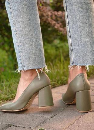 Туфли кожаные с квадратным мысом на среднем каблук 8см