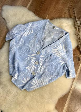 Красивая укорочённая рубашка с пуговицами небесно голубого цвета