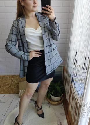 Актуальный двубортный пиджак в клетку прямого кроя