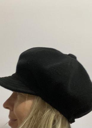 Essential стильная черная женская кепка (италия), 70% шерсть
