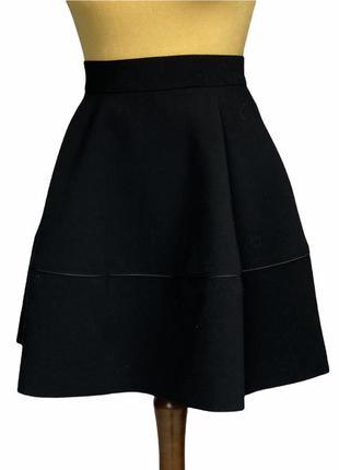 Классная юбочка из плотной ткани,держит форму