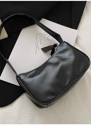Новая женская чёрная кожаная сумка багет на молнии
