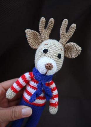 В'язана іграшка олень