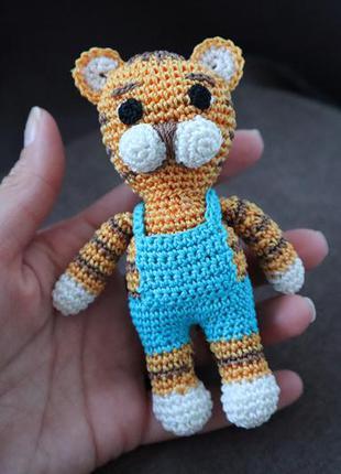 В'язана іграшка тигр