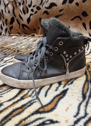 Теплі кросовки