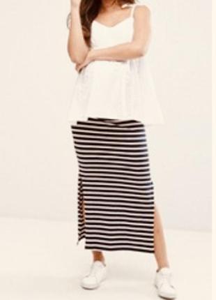 Длинная трикотажная юбка.  разрез , полоска.