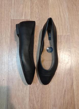 Потрясающие новые туфли