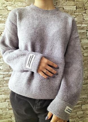 Стильный свитерок однатонный нашивка