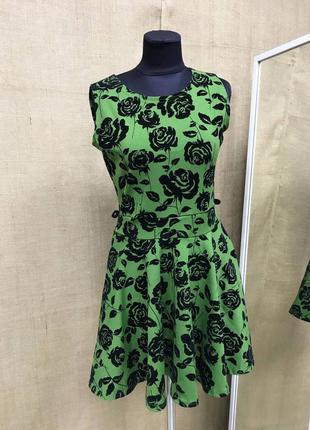 Милое зеленое платье в розы пышное новое красивое