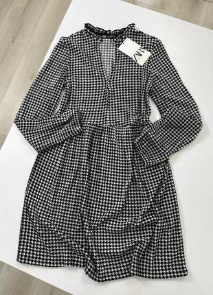 Новое чёрное белое платье zara с рукавами