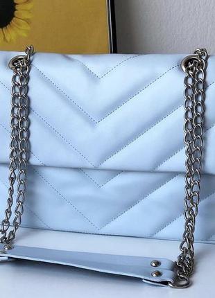 Голубая женская сумка кожзам кросс боди стёганая с цепочкой