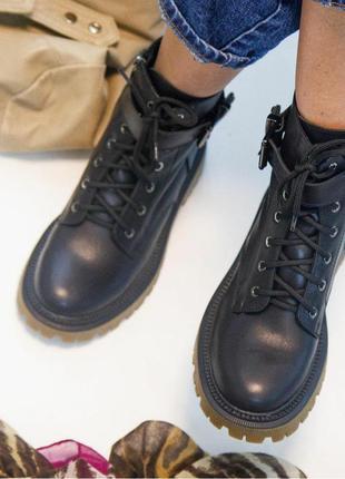 Ботинки кожаные в стиле милитари