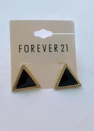 Серьги черные треугольники