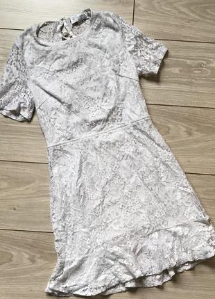Белое короткое кружевное платье спина на шнуровке