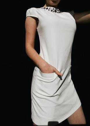Белое платье бренда pimkie