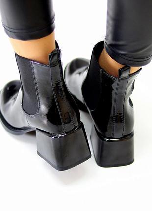 Люксовые черные лаковые глянцевые женские ботинки ботильоны на среднем каблуке