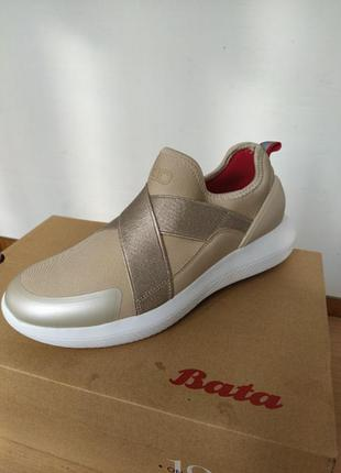 Кроссовки bata