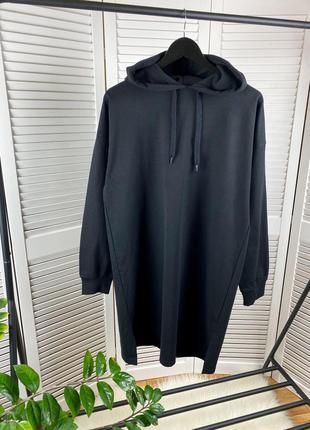 Чёрное удлинённое платье-худи even&odd