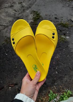 Яркие женские резиновые шлепанцы желтые 36-40