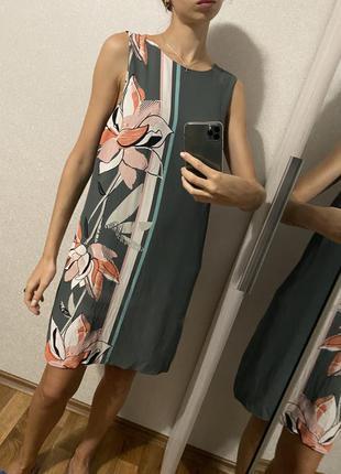Красивое платье свободного кроя с цветами вискоза