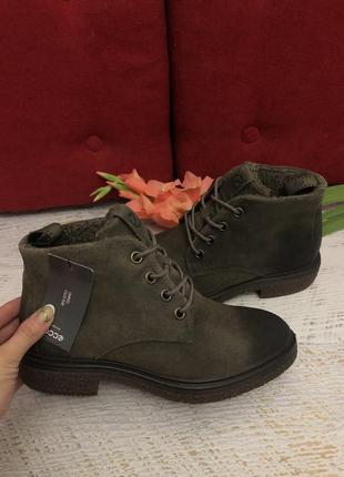 Новые натуральные фирменные ботинки ecco на овчине 40р.