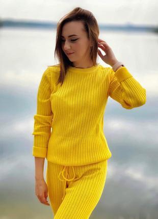 Вязанный весенний/осенний костюм в желтом цвете