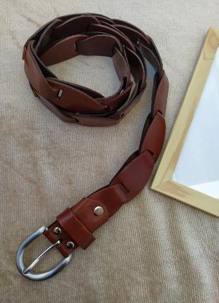 Интересный кожаный коричневый ремень