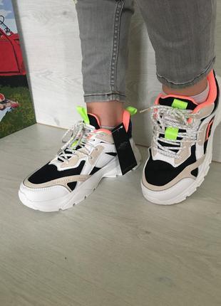 Легкие стильные кроссовки