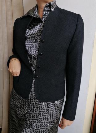😎практически новый стильный дизайнерский пиджак
