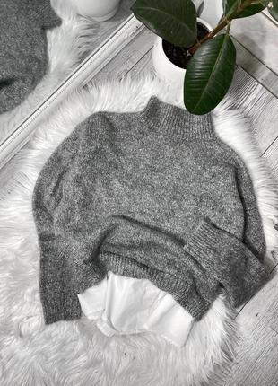 Серый свитер с рубашкой