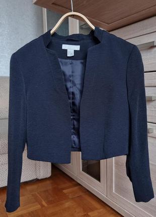 Стильный короткий темно-синий пиджак h&m