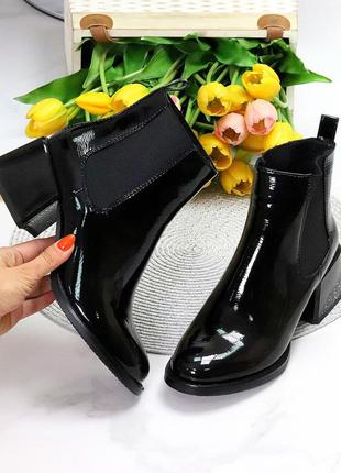 Люксовые черные лаковые глянцевые женские ботинки ботильоны на среднем каблуке   к 11434