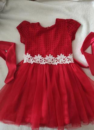 Красивое нарядное платье на девочку 4-5 лет.