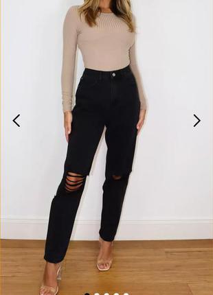 Актуальные высоченные джинсы момы с рваностями