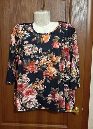 Блузка в цветочный принт размера 54-56.