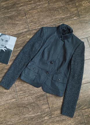 Очень красивый качественный шерстяной пиджак с вязаными рукавами