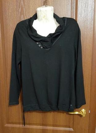 Интересная блузка размера 46-48.