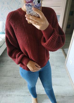 Красивый бордовый свитер с шикарной спинкой