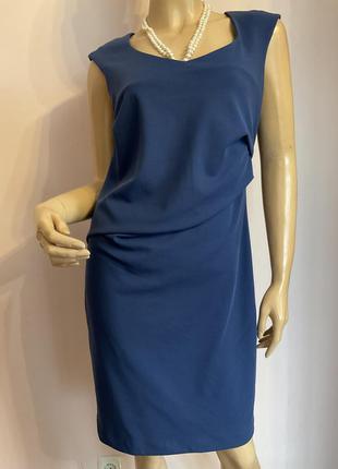 Фирменное итальянское платье-футляр/m-l/brend sandro ferrone