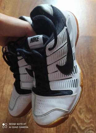 Продам фирменные кроссовки женские nike