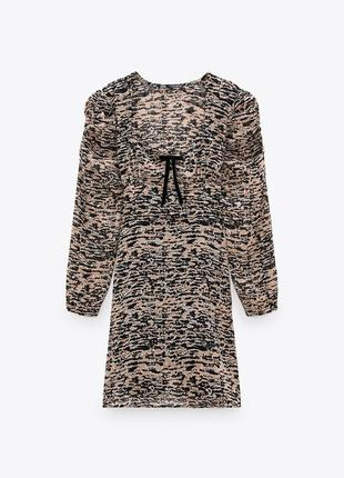 Платье коричневое в принт с фигурным вырезом со сборкой на плечах zara