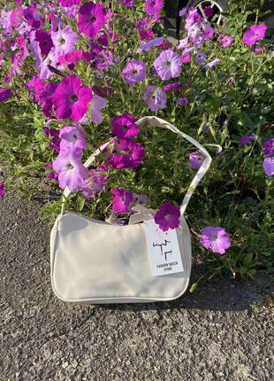 Стильна  жіноча молочна сумка з ручками на плече